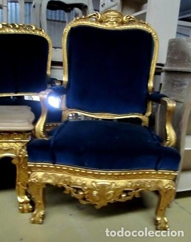 Antigüedades: Sofa sillones y mesa antiguos de madera tallada y dorada, tapizados en terciopelo azul - Foto 16 - 266076773