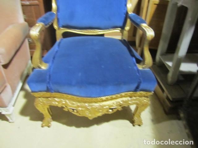 Antigüedades: Sofa sillones y mesa antiguos de madera tallada y dorada, tapizados en terciopelo azul - Foto 22 - 266076773