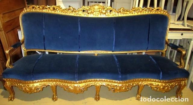 Antigüedades: Sofa sillones y mesa antiguos de madera tallada y dorada, tapizados en terciopelo azul - Foto 23 - 266076773
