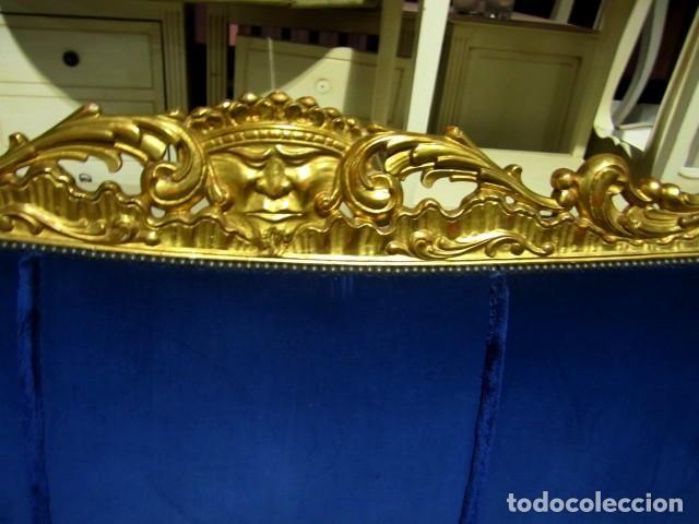 Antigüedades: Sofa sillones y mesa antiguos de madera tallada y dorada, tapizados en terciopelo azul - Foto 26 - 266076773