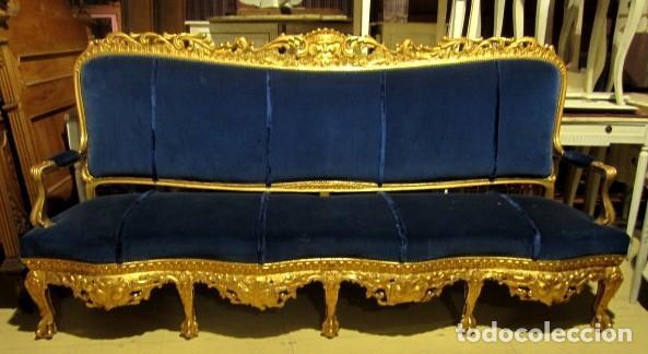 Antigüedades: Sofa sillones y mesa antiguos de madera tallada y dorada, tapizados en terciopelo azul - Foto 27 - 266076773