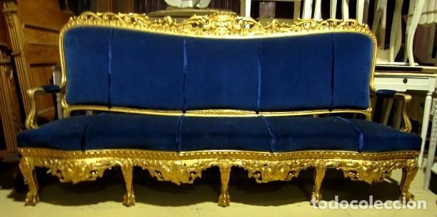 Antigüedades: Sofa sillones y mesa antiguos de madera tallada y dorada, tapizados en terciopelo azul - Foto 28 - 266076773