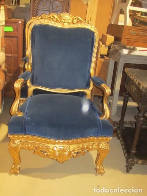 Antigüedades: Sofa sillones y mesa antiguos de madera tallada y dorada, tapizados en terciopelo azul - Foto 31 - 266076773