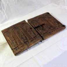Antigüedades: 2 PUERTAS DE MADERA TALLADA (APOSTOLES) PARA ARMARIO CON CERROJO DE HIERRO. Lote 266088223