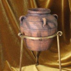 Antiguidades: ANTIGUO MACETERO, HIERRO, CON TINAJA DE BARRO. Lote 266095763