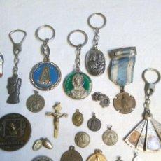 Antigüedades: LOTE DE ANTIGUAS MEDALLAS RELIGIOSAS, LLAVEROS RELIGIOSOS,UN CRUCIFIJO.1 MEDALLA EN LATIN DE PLATA ?. Lote 266116283