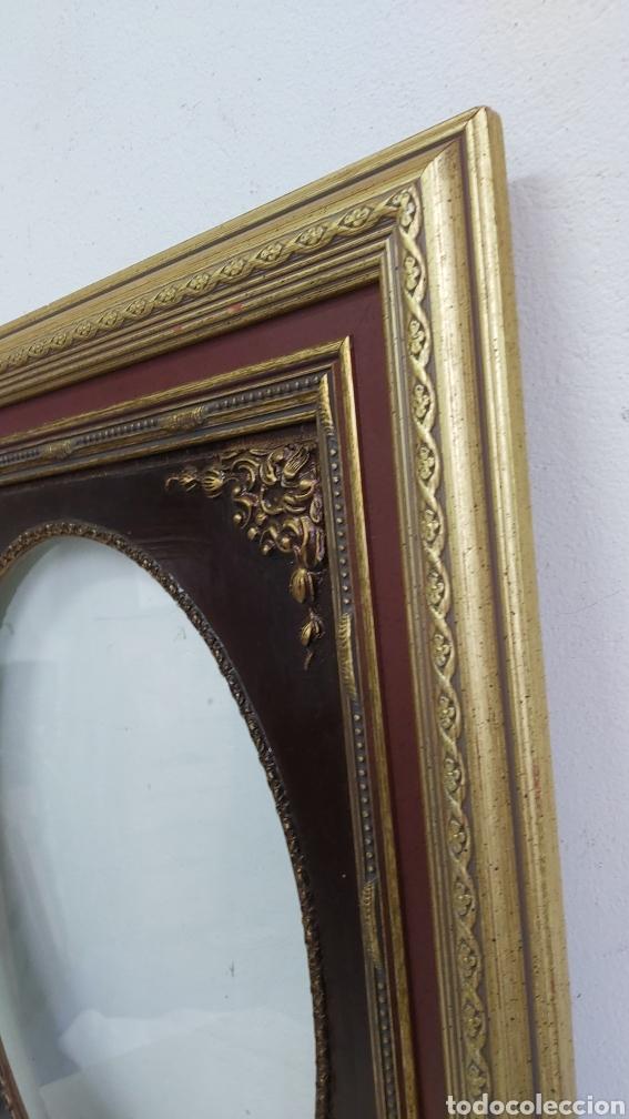 Antigüedades: PRECIOSO MARCO DE MADERA GRANATE Y DORADO. ESTILO ISABELINO - Foto 3 - 266155723