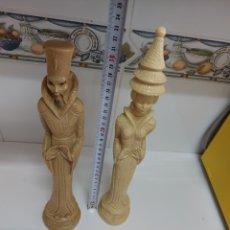 Antigüedades: PAREJA DE REYES CHINOS ,JAPONESES DE GRAN TAMAÑO . NO SE SI ES MARFIL, PESAN ,VER FOTOS. Lote 266256758