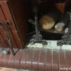 Antigüedades: MORILLOS Y UTENSILIOS DE CHIMENEA. HIERRO Y BOLAS BRONCE. PRINCIPIOS SXX. Lote 266379128
