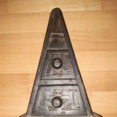 Antigüedades: MUEBLE/CAJA DE MADERA AZTECA TALLADA A MANO. VER DESCRIPCIÓN. Lote 266458708