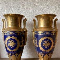 Antigüedades: 2 JARRONES PORCELANA TIPO IMPERIO DORADOS Y AZUL-FRANCIA- 43 CM (SEVRES). Lote 266514063