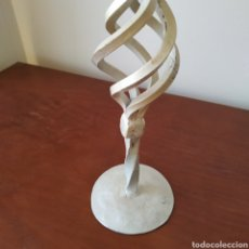 Antigüedades: CANDELABRO DE FORJA PINTADO EN BLANCO. Lote 266591528
