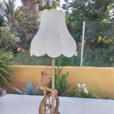 Antigüedades: ANTIGUA LAMPARA RUECA DE MADERA DE ROBLE, MUY COMPLETA.. Lote 266653553