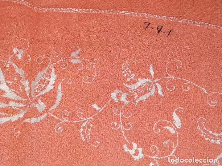Antigüedades: GRAN MANTEL. 250X157.CREPE DE ALGODÓN BORDADO A MANO. SIN USO. ESPAÑA. CIRCA 1950 - Foto 15 - 266655408