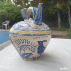 Antigüedades: BOTIJO PUENTE ARZOBISPO TOLEDO FIRMADO AVES GALLOS EN AZUL Y AMARILLO MITAD S XX. Lote 266747843