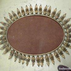 Antigüedades: ESPEJO DE SOL, VINTAGE DE HIERRO SOBREDORADO, OVALADO 95 X 73. Lote 266776274