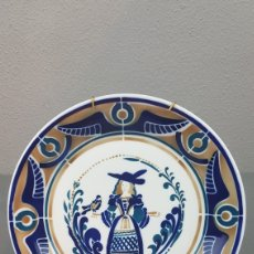 Antigüedades: PLATO SERIE: A MULLER E O PAXARO. HOMENAXE A ALBERTO DA CERÁMICA DE SARGADELOS. DESCATALOGADO.. Lote 266970109