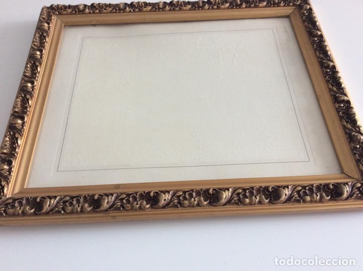 Antigüedades: Impresionante y antiguo marco de madera tallada y dorada para fofografia/espejo. - Foto 17 - 266909754