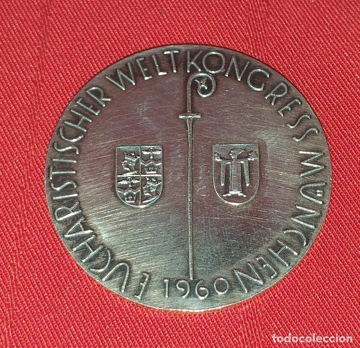MEDALLA DE PLATA KONGRESS MUNCHEN EUCHARISTISCHER WELT 1960 (Antigüedades - Platería - Plata de Ley Antigua)