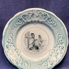 Antigüedades: PLATO SATIRICO LOZA ESTAMPADA PERRO MENDIGO RICO FRANCIA CREIL MONTEREAU MEDAILLE DOR LM 1834 21,5CM. Lote 267074899