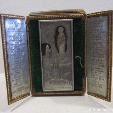 Antigüedades: ANTIGUA CAPILLA PLEGABLE RECUERDO DE LOURDES. CAPILLA PLEGADA 11 X 8,5 CM. Lote 267107054