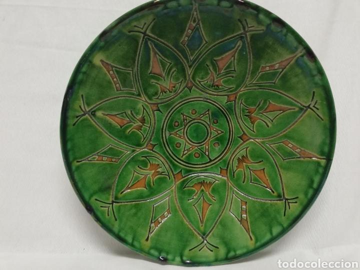 FUENTE PLATO DE CERAMICA VIDRIADA. UBEDA. GONGORA. 30CM. (Antigüedades - Porcelanas y Cerámicas - Úbeda)