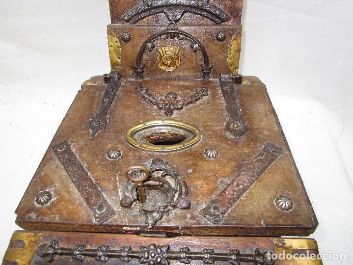 Antigüedades: FANTASTICO ANTIGUO LIMOSNERO DE IGLESIA NOBLE MADERA HERRAJES CIRCA 1870 - Foto 3 - 267281954
