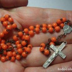 Antiquités: BONITO ROSARIO RELIGIOSO - CUENTAS CRITAL NARANJA VIRGEN DEL CARMEN - MEDIDAS 31 CM EN CAIDA-. Lote 267298109