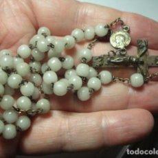 Antiquités: BONITO ROSARIO RELIGIOSO - CUENTAS CRISTAL LOURDES - MEDIDAS 38 CM EN CAIDA-. Lote 267298154