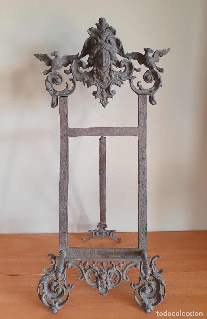 Antigüedades: Bonito atril antiguo Isabelino en bronce macizo con bellos motivos en relieve . - Foto 5 - 267465924