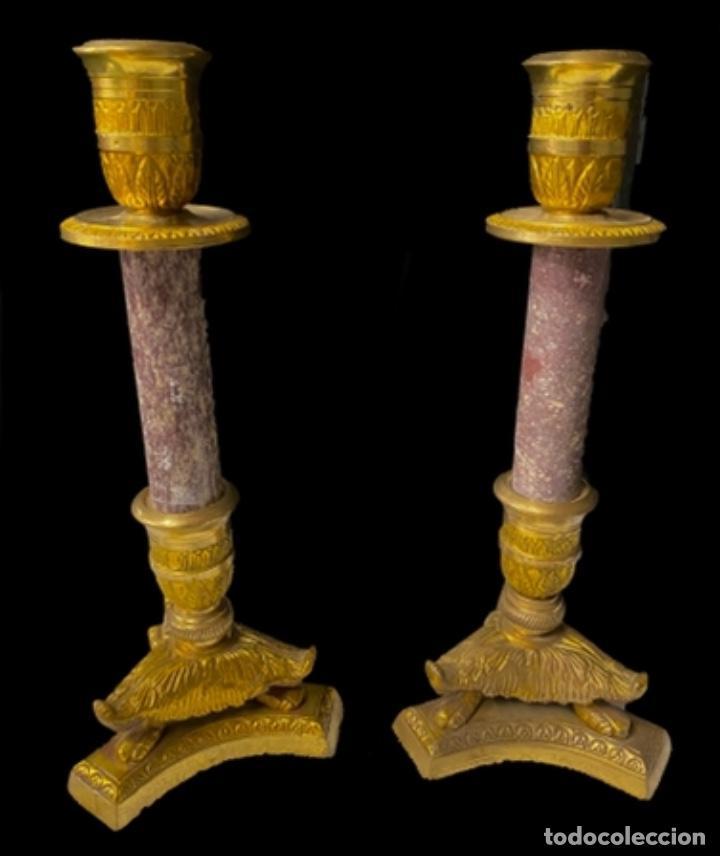 Antigüedades: Antiguos candelabros imperio. Napoleón III. Bronce y mármol. 27 cm alto. - Foto 2 - 267506744