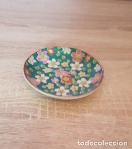 PLATO DE PORCELANA FINA PINTADO A MANO DE JAPÓN (Antigüedades - Porcelana y Cerámica - Japón)