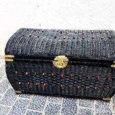 Antigüedades: BAUL DE MIMBRE. Lote 267528574