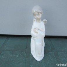 Antigüedades: NAO MADE IN SPAIN NIÑA ANGELITO REZANDO. Lote 267532754