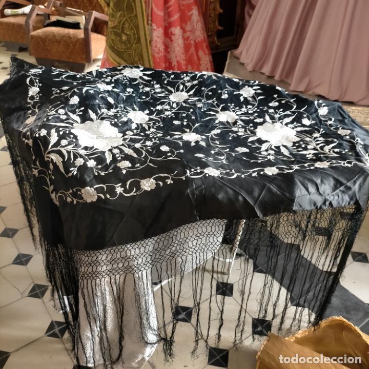 Antigüedades: manton flamenca manila negro raso y bordado blanco , medida central 110 cm reja y flecos 45 cm - Foto 3 - 267590794