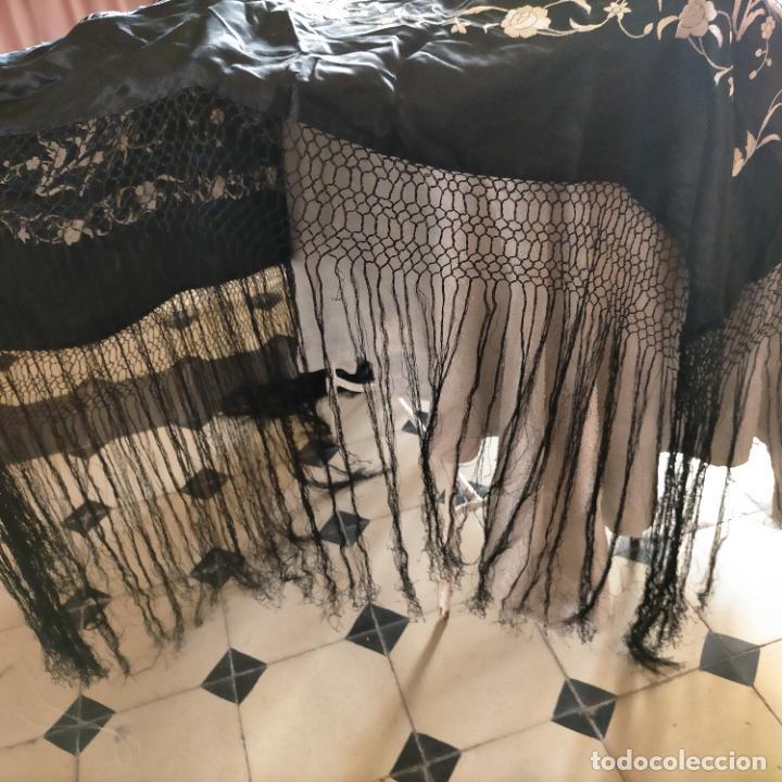 Antigüedades: manton flamenca manila negro raso y bordado blanco , medida central 110 cm reja y flecos 45 cm - Foto 7 - 267590794
