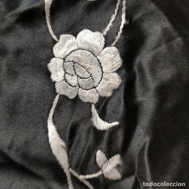 Antigüedades: manton flamenca manila negro raso y bordado blanco , medida central 110 cm reja y flecos 45 cm - Foto 8 - 267590794
