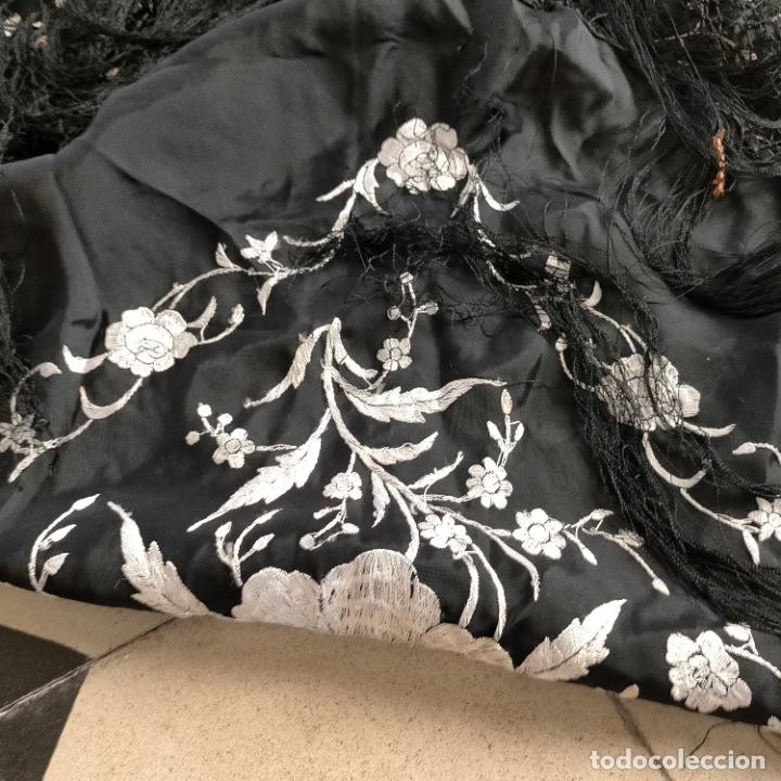 Antigüedades: manton flamenca manila negro raso y bordado blanco , medida central 110 cm reja y flecos 45 cm - Foto 9 - 267590794