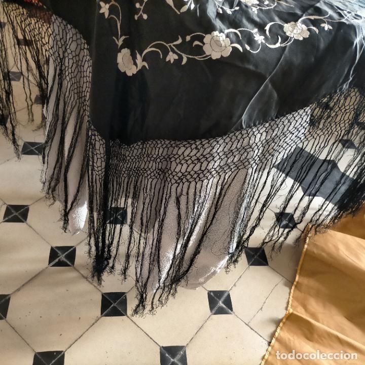 Antigüedades: manton flamenca manila negro raso y bordado blanco , medida central 110 cm reja y flecos 45 cm - Foto 13 - 267590794