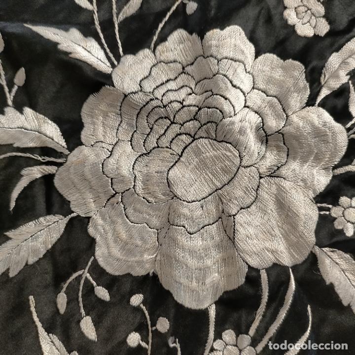 Antigüedades: manton flamenca manila negro raso y bordado blanco , medida central 110 cm reja y flecos 45 cm - Foto 15 - 267590794
