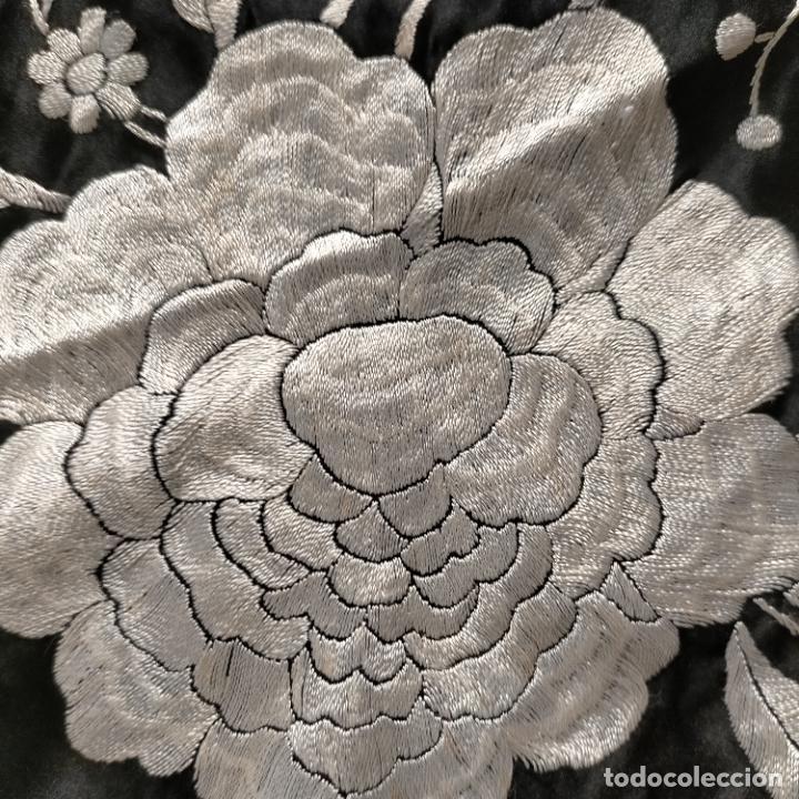 Antigüedades: manton flamenca manila negro raso y bordado blanco , medida central 110 cm reja y flecos 45 cm - Foto 16 - 267590794