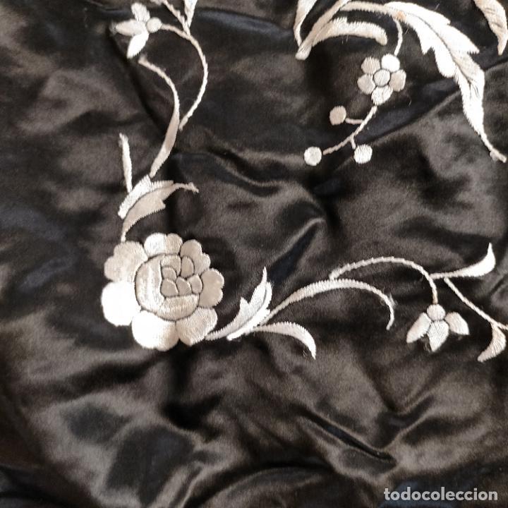 Antigüedades: manton flamenca manila negro raso y bordado blanco , medida central 110 cm reja y flecos 45 cm - Foto 17 - 267590794