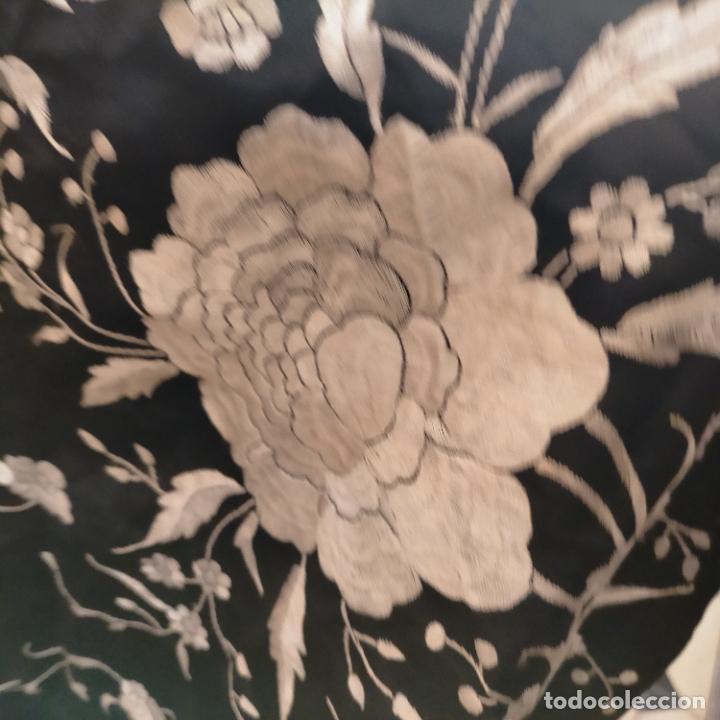Antigüedades: manton flamenca manila negro raso y bordado blanco , medida central 110 cm reja y flecos 45 cm - Foto 19 - 267590794