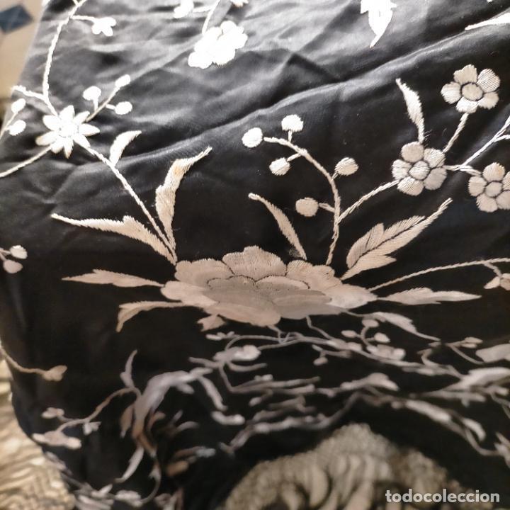 Antigüedades: manton flamenca manila negro raso y bordado blanco , medida central 110 cm reja y flecos 45 cm - Foto 23 - 267590794