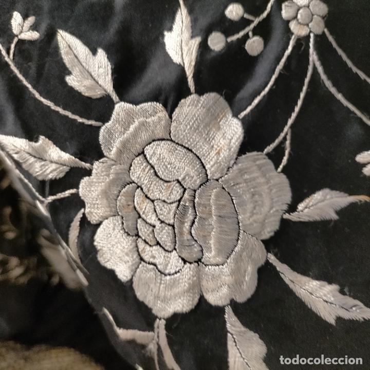 Antigüedades: manton flamenca manila negro raso y bordado blanco , medida central 110 cm reja y flecos 45 cm - Foto 24 - 267590794