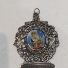Antigüedades: ANTIGUA BENDITERA MURCIANA VIRGEN DE LA FUENSANTA EN METAL. Lote 267682819