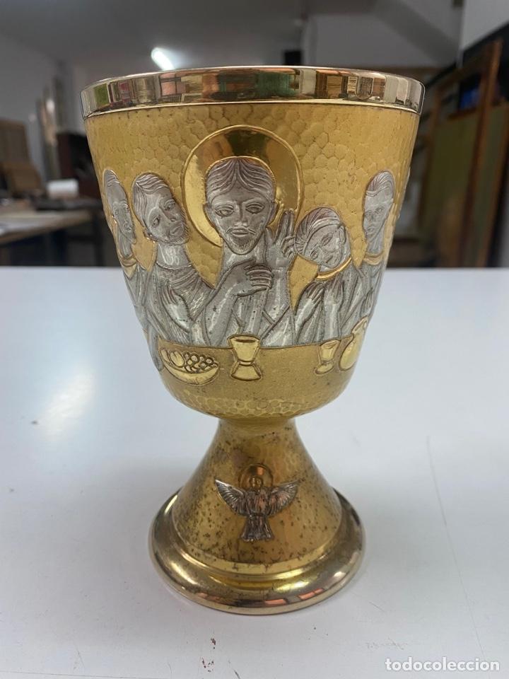 CÁLIZ DE PLATA DORADA DE 800 CON LA SANTA CENA / STRADELLA LA VERSA 1971/ 16 X 10 CM/ PPS S XX (Antigüedades - Religiosas - Artículos Religiosos para Liturgias Antiguas)