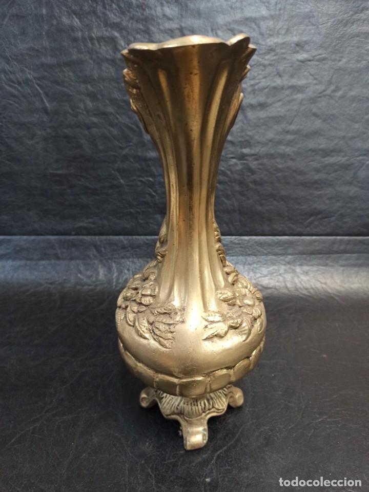 Antigüedades: Elegante jarra de bronce con motivos florales. A2 - Foto 4 - 267747059