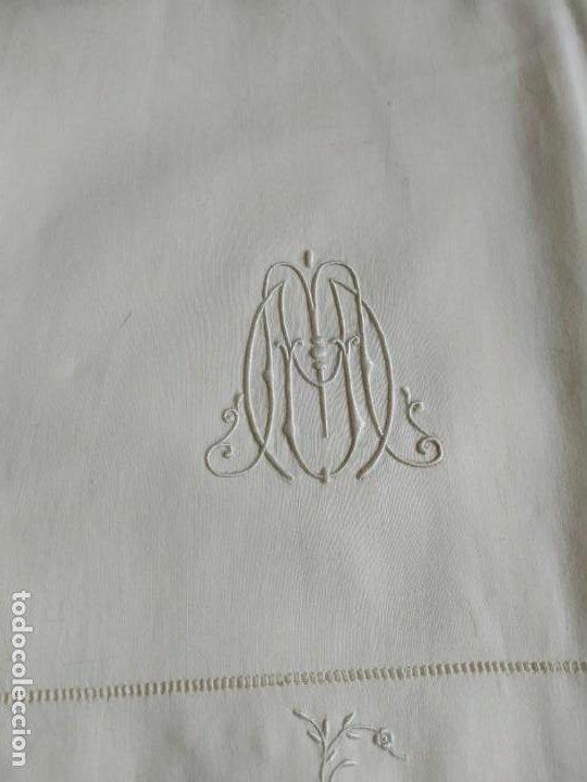 Antigüedades: Antiguo juego de 2 sábanas de hilo con bordados y 4 fundas de almohada. Principios s. XX. 210 x 270 - Foto 9 - 267790984