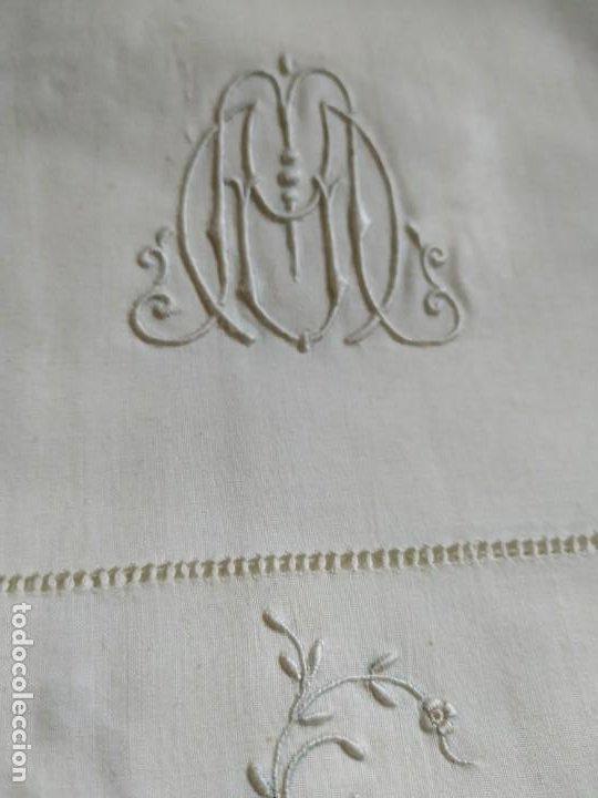 Antigüedades: Antiguo juego de 2 sábanas de hilo con bordados y 4 fundas de almohada. Principios s. XX. 210 x 270 - Foto 11 - 267790984
